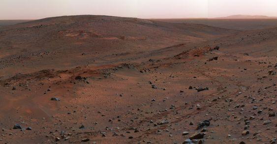 Dette bildet av Gusev-krateret på Mars ble tatt av Spirit-roveren i 2005.