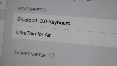 Tastaturet kobles enkelt til iPaden via Bluetooth.