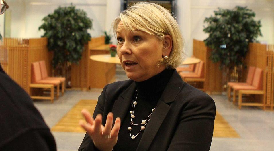 Næringsminister Monica Mæland peker på at eierskapsmeldingen slår fast at kvinner skal opp og fram i ledelse, men understreker at det er en rekke kriterier som skal oppfylles når Telenor nå skal finne ny toppsjef.