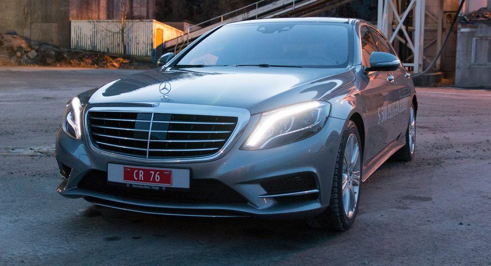 Mercedes' S500-modeller har ikke lyspærer. Her er det bare LED-lys som gjelder.