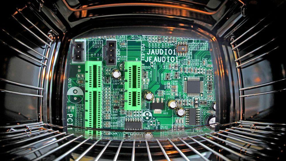 MYTE: Kan du fikse ødelagt PC-utstyr i ovnen?
