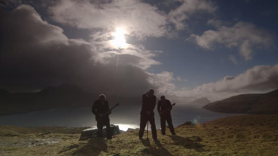Bandet Hamferð spilte inn musikkvideo på Færøyene under solformørkelsen.