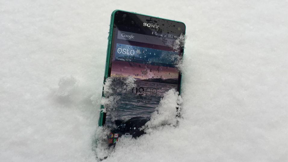 Denne Sony-en tåler å bli litt våt, men det er det ikke alle mobiler som gjør.