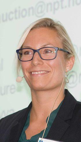 Randi Wiese Heirung er økonom og jobber som seniorrådgiver hos Nasjonal kommunikasjonsmyndighet, Nkom (tidligere Post- og teletilsynet) med auksjonsdesign og implementering. Hun har også jobbet med auksjoner hos den danske Erhvervsstyrelsen (ERST).