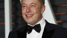 Tesla-grunnleggeren Elon Musk skal avsløre de nye batteriene den 30. april.