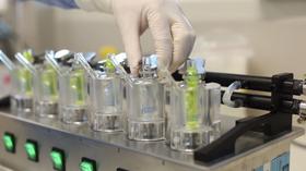 Hydrogeler er i utgangspunktet flytende, men egenskapene til stoffet kan endres på et utall måter.