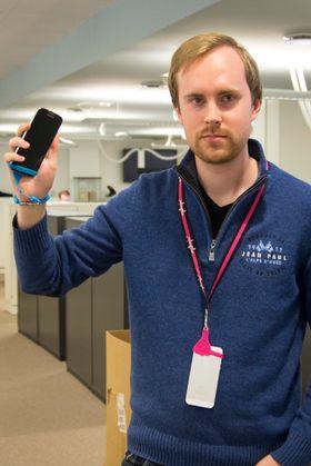 Anders føler seg ganske sikker på at han ikke mister mobilen. Men det er på grunn av at han har den i lomma, og ikke henger den rundt halsen.