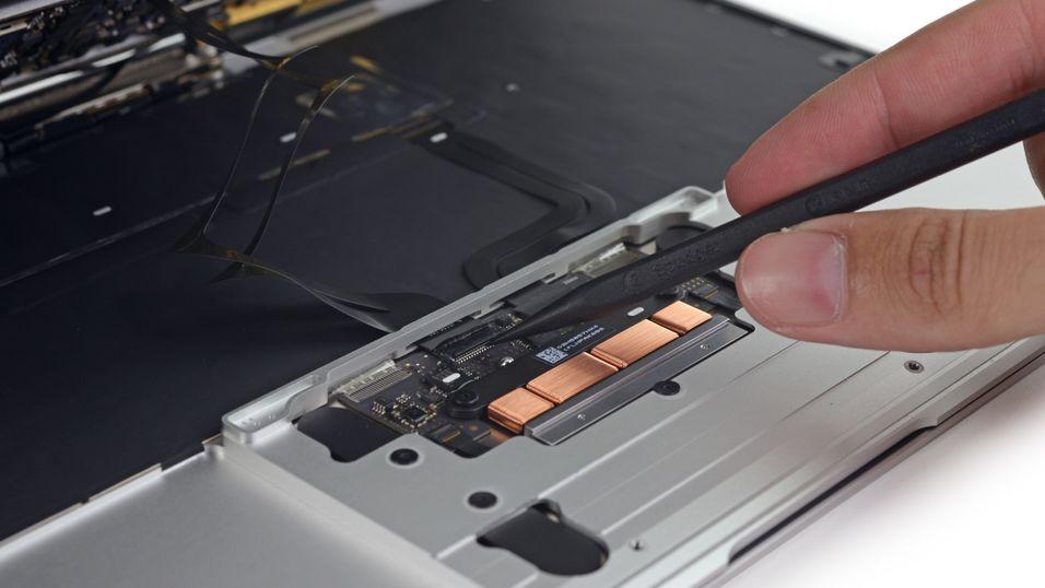 Her har iFixit kommet på innsiden av nye MacBook Retina.
