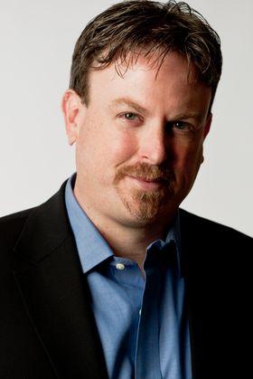 David Wells, finanssjef i Netflix, sier at Netflix baserer prisene sine på mengden piratkopiering i landene de selger tjenestene sine i.