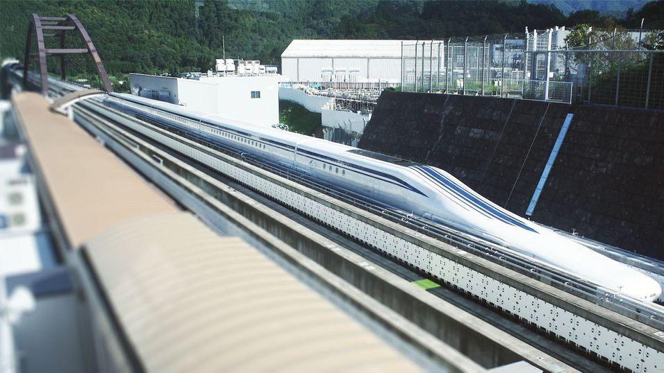 Japans nye maglev-tog på testlinjen i Yamanashi-distriktet.