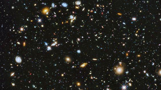 Dette bildet er tatt med Hubble-teleskopet. Det er cirka 10 000 galakser på bildet, og de ligger 13,2 lysår borte.