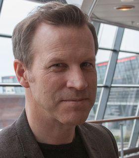 Informasjonssjef i Telenor, Anders Krokan, forklarer at selskapet jobber aktivt med å gi mest mulig realistisk informasjon til kundene.