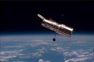 Hubble-teleskopet sett fra romfergen Discovery, i 1997.