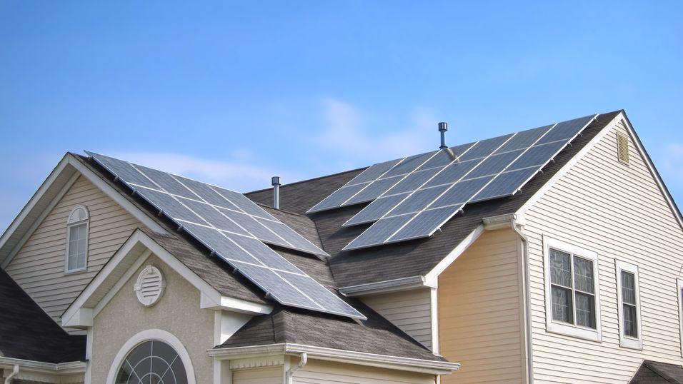 Med Teslas nye «husbatterier» vil solcellepaneler kunne få langt større nytteverdi.