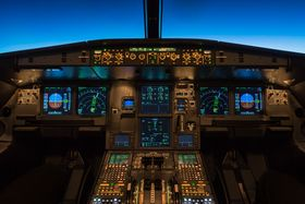 I verste fall kan hackere visstnok kunne bryte seg inn på elektroniske systemene i fly.