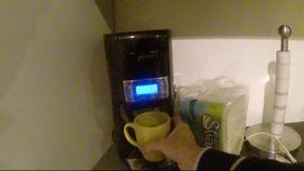 Å fylle kaffe ble med en gang mye mer spennende etter å ha sett denne videoen.