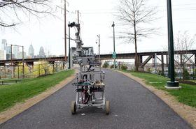 Roboten kan også kjøres på hjul.