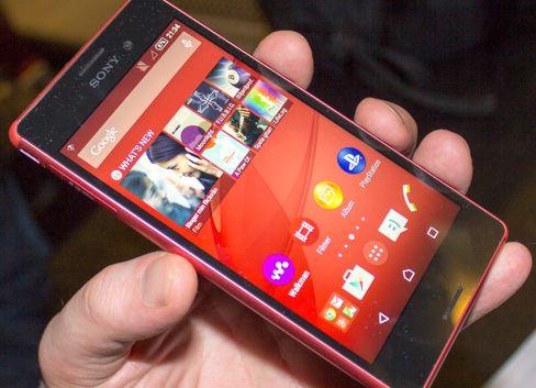 Designen er hentet fra Xperia Z3, men Xperia M4 Aqua er mye snillere med lommeboken.