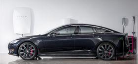 Batteriet kan også brukes til å lade elbiler, som Teslas egne modeller.