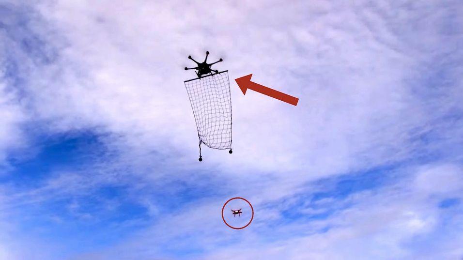Interceptor MP200 (øverst) kan fange mindre droner i et nett.