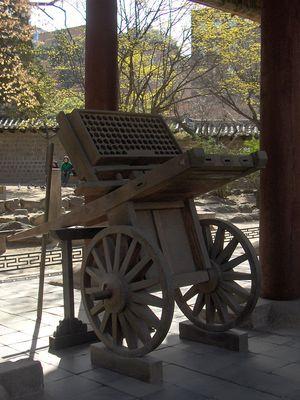 Koreanske hwacha – et mobilt rakettbatteri fra middelalderen.