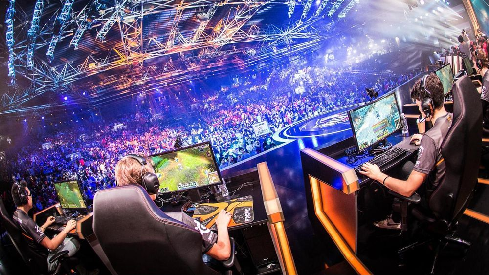 Fnatic mot SK Telekom T1 i semifinalen under All-Star Paris i 2014.