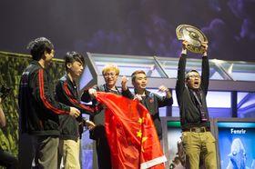 Kinesiske Newbee stakk av med seieren i The International 4 i fjor.