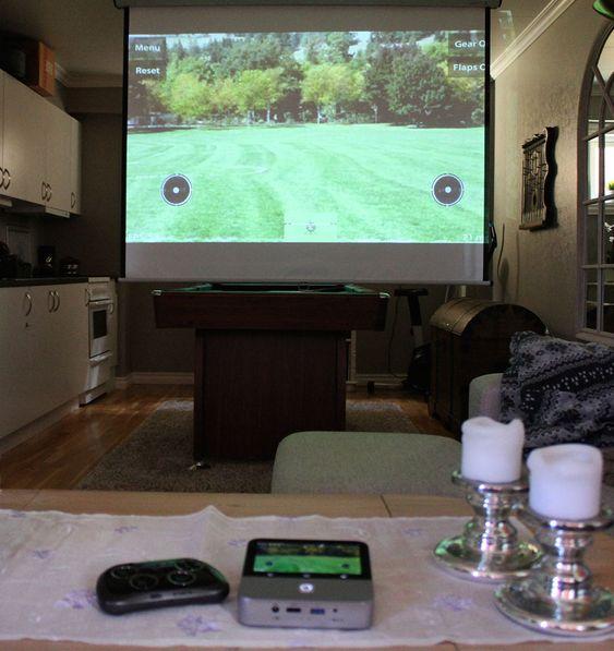 Projektoren fungerer utmerket til mobilspill. Grafikken kjører utmerket.