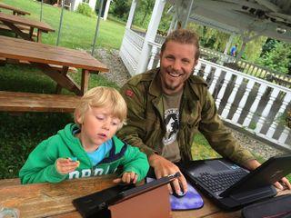 Erics sønn Jonas er aktivt med å lage spillet og er den viktigste spilltesteren.