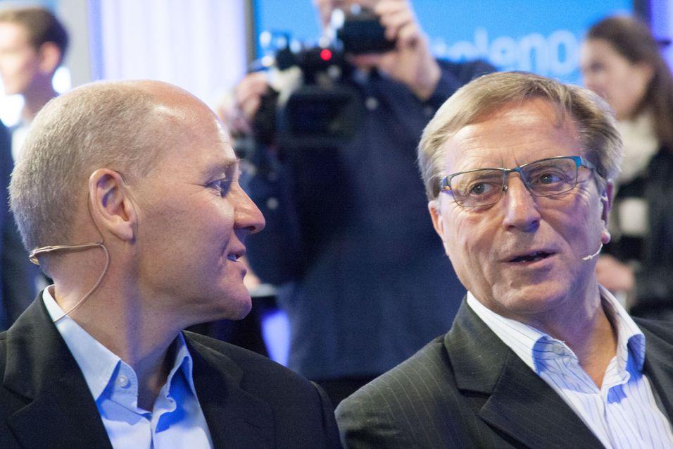Styreleder Svein Aaser (til høyre) sier han trekker seg fra vervet som styreleder i Telenor. Næringsminister Monica Mæland sier derimot at det er hun som fjerner ham.