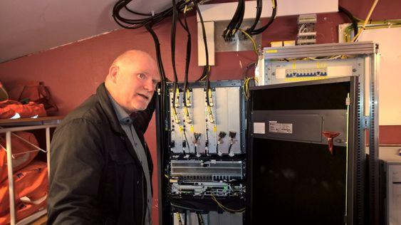 Slik ser senderutstyret til en basestasjon ut. Dekningssjef Tommy Johansen i TeliaSonera viser frem noe av det nyeste utstyret som er installert i forbindelse med 4G-utbyggingen som pågår nå.