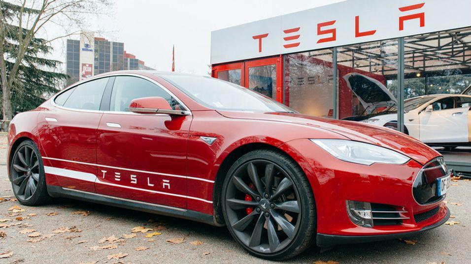 Tesla-eier lagde app for å fjernstyre bilens funksjoner