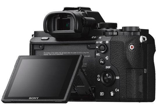 Sony A7 Mark II har en utfellbar skjerm.