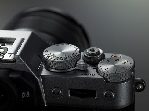 X-T10 har solide knapper og hjul.