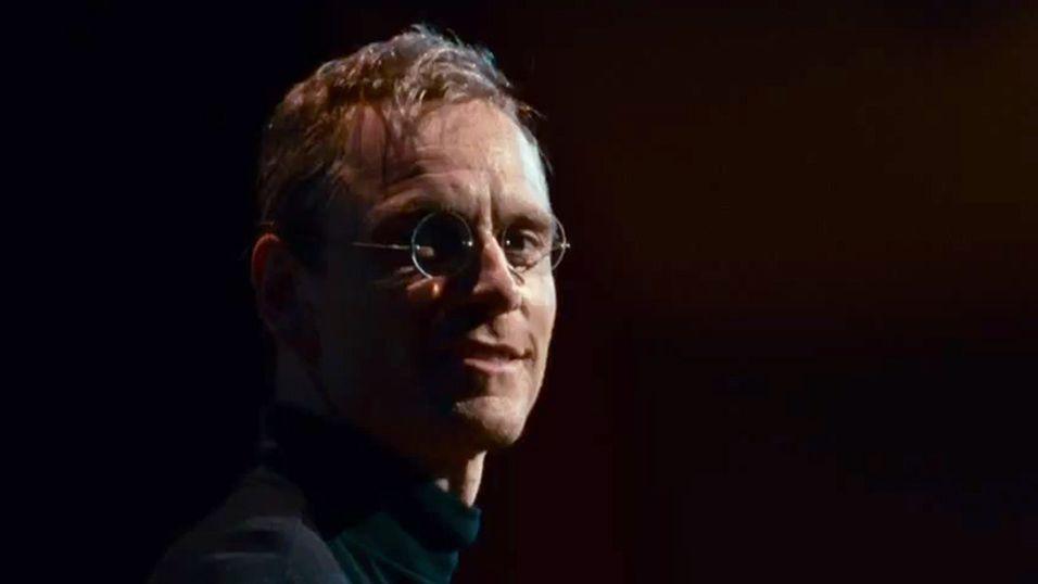 Michael Fassbender spiller Apple-gründer Steve Jobs i den nye filmen.