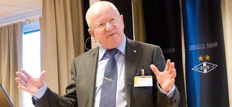 Direktør Torstein Olsen i Nasjonal kommunikasjonsmyndighet (Nkom) mener prisene på mobiltjenester er lave nok i Norge når vi samtidig vet at operatørene pløyer hver fjerde krone tilbake til investeringer i bedre nettverk.