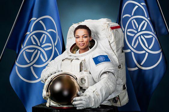 Astronaut med flagget på armen.