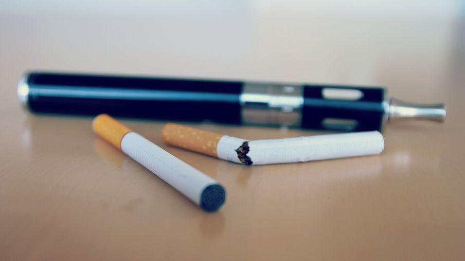 – E-sigaretter kan være like skadelig som vanlig røyk