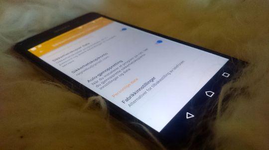 Om du derimot har en Android-telefon med slikt operativsystem, er det lite å bekymre seg over. Her en Sony Xperia Z2 med Android 5.0.1 Lollipop.