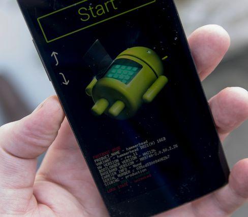 Slik skal mobilskjermen din se ut når den er klar til å bli oppgradert. Pass dessuten på at telefonen er ulåst. Er den ikke de kan du bruke kommandoen fastboot oem unlock for å låse den opp.