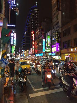 Taipei by night – kvelden før det hele braker løs.