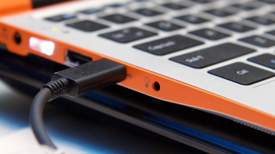 Thunderbolt 3-pluggen vil se ut som en vanlig USB Type-C-kontakt, men vil ha Thunderbolt-symbolet (lynet) ved siden av seg.