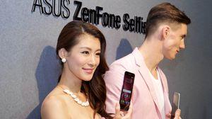 Asus hadde leid inn både mannlige og kvinnelige fotomodeller til å vise frem Zenfone Selfie.