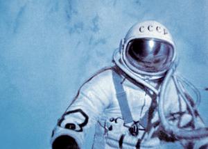 Leonov utenfor romskipet.