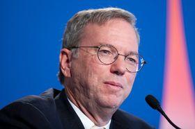 Tim Cook kritiserte tilsynelatende Google, her ved sjefen Eric Schmidt, som Cook også tidligere har kranglet med.