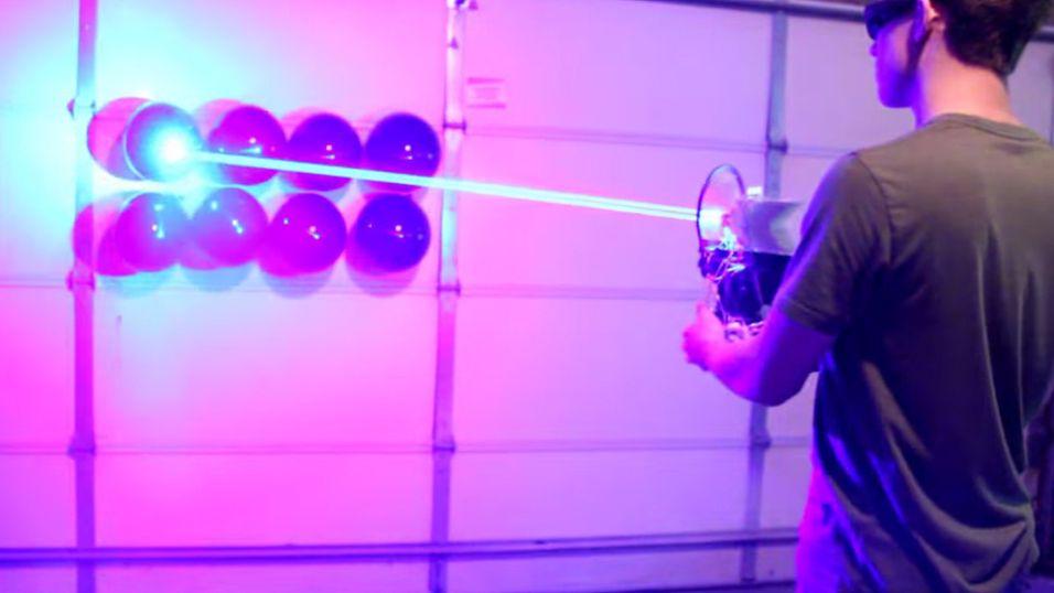YouTube-fyr lagde hjemmelaget laser-gevær