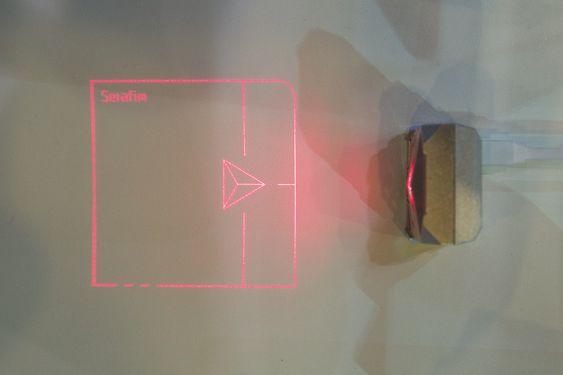 Laserpekeplaten sett ovenfra.
