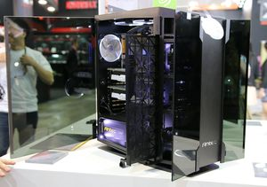 Antec S10G. G står for glass.