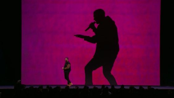 Drake kom på scenen og skrøt hemningsløst av Connect.