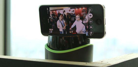 Selfie Assistant kan settes opp til å ta bilde av alle som kommer innen rekkevidde.